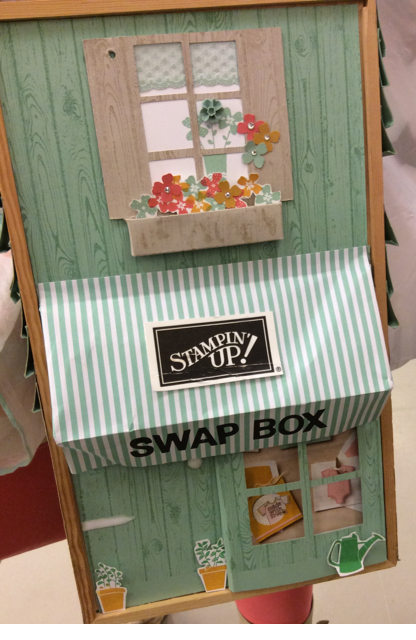 Clever card swapping box