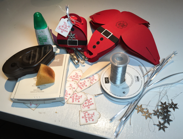Curvy Keepsake Box Die Santa ingredients